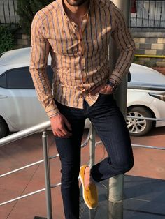 da18dd54 Elle Men's Yellow Slim Fit Striped Casual Shirt made of 65% cotton, 32%