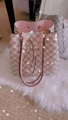 Luxury Purses, Luxury Bags, Luxury Handbags, Fashion Handbags, Purses And Handbags, Fashion Bags, Replica Handbags, Pink Louis Vuitton Bag, New Louis Vuitton Handbags