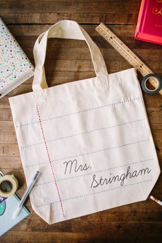 DIY Personalized Teacher Tote created with the help of the Silhouette | http://handmademood.com | Handmade Mood