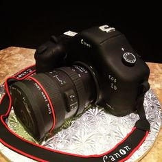 Canon Camera Cake - So freaking cool looking. That would be a killer cake for my birthday next month. Vintage Birthday Cakes, Adult Birthday Cakes, Man Birthday, Birthday Wishes, Amazing Wedding Cakes, Amazing Cakes, Mini Cakes, Cupcake Cakes, Camera Cakes