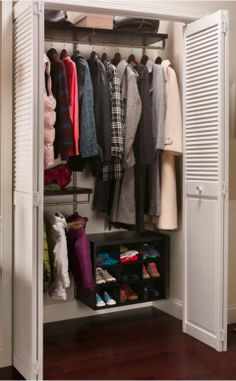 Just because you have a small closet doesn't mean you can't store a lot in it. It's all about how you use the space to become #clutterfree.