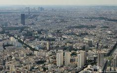 Quartier de la Porte d'Italie et en perspective, la Tour Montparnasse, la Tour Eiffel et, tout au loin, le Quartier de La Défense.