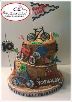 New release! Cute cake for BMX fans!. Cake Rolled fondant decorated in style Turve Topsy Cake . Details such as bicycles and accessories handcrafted in sugar.    Lindo cake Bicicross, modelo cake desnivelado, con aplicaciones de banderines, bicicletas realizadas artesanalmente en azucar, ruedas de tuercas, y efecto arena.
