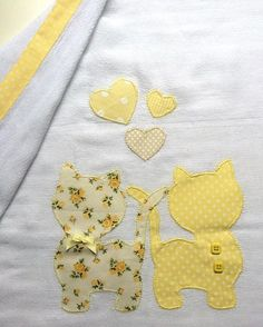 Pode ser produzida … Diaper of approximately cream, cotton. Cat Applique, Applique Templates, Applique Patterns, Applique Designs, Embroidery Designs, Baby Sheets, Easy Baby Blanket, Baby Quilt Patterns, Patchwork Baby