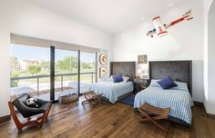 Big, open bedroom idea. Wooden floorboards and beautiful view. By: Imativa Arquitectos.