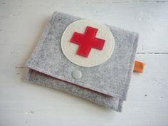 ♥ Pflastertasche ♥ Notfalltasche ♥ Reiseapotheke von Fünf&Siebzig auf DaWanda.com