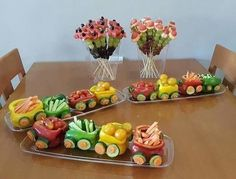The purpose of fruit and vegetable carving is to make food more attractive, more appetizing, and also easier to eat. Creative Food Art, Food Art For Kids, Fruit And Vegetable Carving, Veggie Tray, Best Party Food, Food Garnishes, Snacks Für Party, Party Fun, Food Platters
