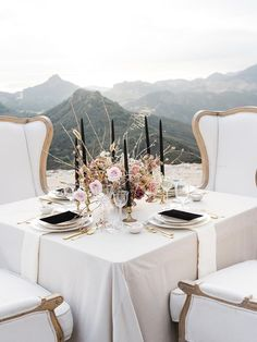 When you have a destination like the Malibu Hills act as your muse, you get a luxe vogue wedding story overflowing with inspiration. This dashing combination of sharp and new with old and fading adds a serious sparkle to our eyes. Dusty Rose Wedding, Luxe Wedding, Wedding Hair, Wedding Reception Food, Wedding Games, Wedding Venues, Reception Ideas, Wedding Ceremony, Table Setting Inspiration
