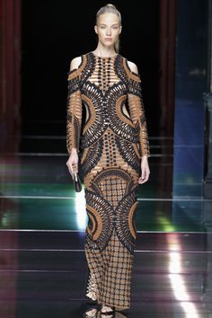 See all the Collection photos from Balmain Spring/Summer 2016 Ready-To-Wear now on British Vogue Fashion Week, Paris Fashion, Runway Fashion, Spring Fashion, High Fashion, Fashion Show, Fashion Design, Fashion Trends, Boho Fashion