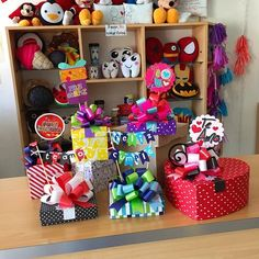 Cajas con banderines + toppers ❤️ #Joliandgift Diy Crafts Videos, Diy Craft Projects, Diy Crafts To Sell, Birthday Box, Birthday Gifts, Gift Wraping, Ideas Para Fiestas, Valentines Diy, Box Design