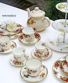#High #tea #servies #huren kan via www.rosalilly.nl Voor #bruiloft of feest.