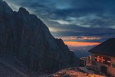 """""""Mi piace"""": 242, commenti: 2 - Paesaggi D'Abruzzo (@paesaggidabruzzo) su Instagram: """"@ale91gu  Tramonto estivo dal rifugio Franchetti! Amazing sunset from Franchetti Hut! #abruzzo…"""""""