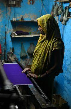"""""""Vrouwen krijgen meer zelfvertrouwen en wordt hun acceptatie in de maatschappij verhoogd."""" Lees meer over hoe Annapurna Microfinance werkt in India: https://dekleurvangeld.nl/annapurna-microfinance/"""
