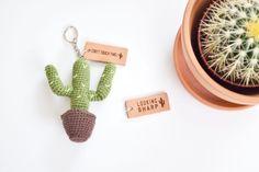 Met deze sleutelhanger hoef je nooit meer te zoeken naar je sleutels. Buiten dat deze cactus helemaal bij de trend van nu past is het ook nog eens een heel stoer cadeautjes voor vaders!