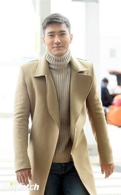 Choi Siwon arriving at Incheon International Airport on Nov. 6 to attend the LACMA's Art+Film Gala