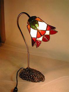 ステンドグラス FlowerG Stained Glass Patterns, Table Lamp, Lighting, Home Decor, Stained Glass Windows, Night Lamps, Standing Lamps, Windows, Lamp Table