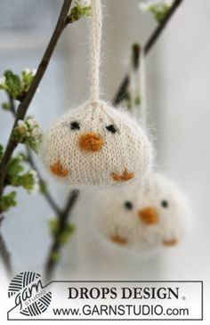 Knitted DROPS Easter chickens