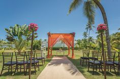 Garden ceremony at Riu Palace Bavaro - Weddings by RIU - All Inclusive hotel