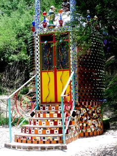 The most elaborately embellished self-composting outhouse in all of Mexico~ a pretty fancy toilet! Mosaic Garden, Mosaic Art, Mosaic Glass, Stained Glass, Glass Art, Lake Garden, Bottle Wall, Natural Homes, Composting Toilet