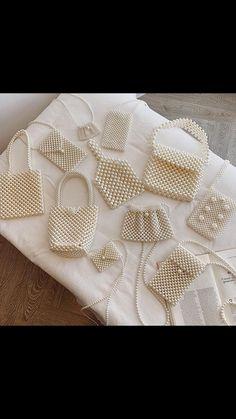 Fashion Handbags, Fashion Bags, Fashion Accessories, Diy Bags Purses, Diy Purse, Beaded Bags, Vintage Handbags, Beads, Boho
