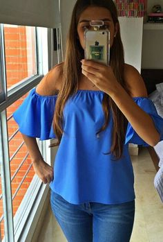 Hombros descubiertos #blusas Fashion Moda, Love Fashion, Off The Shoulder Top Outfit, Cool Outfits, Casual Outfits, Weekend Outfit, Casual Chic Style, African Fashion, My Outfit