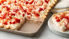 Strawberry and White Chocolate Cream Slab Pie Recipe . This just might be our new favorite slab pie recipe! Layered with strawberry jam and a fluffy white Chocolate Shavings, Chocolate Cream, Chocolate Filling, White Chocolate Desserts, Chocolate Cheese, Chocolate Ganache, Pie Recipes, Dessert Recipes, Cooking Recipes