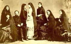 Les 7 soeurs Sutherland et leurs 11 mètres de cheveux - http://www.2tout2rien.fr/les-7-soeurs-sutherland-leurs-11-metres-cheveux/