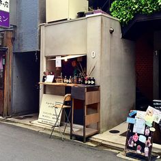 Small café in kyoto. more tiny shop, coffee shop japan Small Coffee Shop, Coffee Store, Coffee Cafe, Coffee Shop Japan, Street Coffee, Cafe Shop Design, Cafe Interior Design, Japan Interior, Interior Garden
