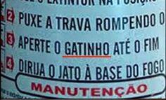 Esta instrução equivocada em um extintor.   20 avisos que vão deixar você um pouco confuso