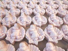 Sabonete glicerinado em formato de concha, fazemos o cabelinho e a cor do bebe em varias cores. .  Pedidos somente acima de 10 unidades R$ 3,50