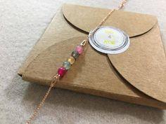 Voici ce que je viens d'ajouter dans ma boutique #etsy : Bracelet Agate et argent doré http://etsy.me/2FcoJur #bijoux #bracelet #chaine #perlesagate #bijouxpierres #bijounaturel #braceletnaturel #braceletoriginal #lithotherapie