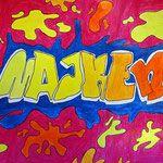 In dieser Einheit ist es die Aufgabe, den eigenen Namen als Graffiti zu entwerfen. Zuerst wird eine Skizze angefertigt und diese dann auf das entsprechende Format (wahlweise A4 oder A3) übertragen. Die fertige Zeichnung wird mit Polychromosbuntstiften koloriert und schraffiert. Mit Marker oder Fineliner werden Konturlinien gesetzt. Wer Lust und Zeit hat, kann noch sein eigenes TAG entwerfen!