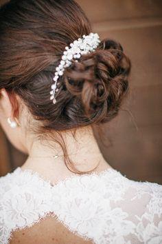 wedding hair #bride #weddinghair #weddingchicks http://bit.ly/1hPiBJl