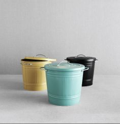 Keep things tidy this semester with the colorful KNODD trash bin.