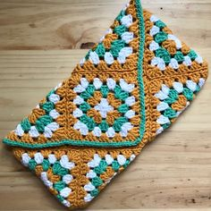 How to Crochet a Granny Square Clutch Bag Sunburst Granny Square, Granny Square Projects, Granny Square Bag, Crochet Granny Square Afghan, Crochet Blanket Patterns, Crochet Stitches, Granny Squares, Square Blanket, Granny Granny