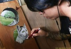 Realistic Drawings He has always looked up to realist artists like Audrey Flack, Roberto Bernadi or Julian Beever, and now he is making his own mark. - If you want to see some crazy realistic drawings, check out these renditions by Ivan Hoo. Hyper Realistic Paintings, Realistic Drawings, Art Drawings, Pencil Drawings, Cola Dose, Foto 3d, Person Drawing, Artists Like, How To Make Drawing