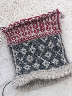 Ravelry: Project Gallery for Angela's Mittens pattern by Rose Hiver Types Of Fibres, Mittens Pattern, Fair Isle Knitting, Yin Yang, Knitting Projects, Ravelry, Knit Crochet, Arts And Crafts, Weaving