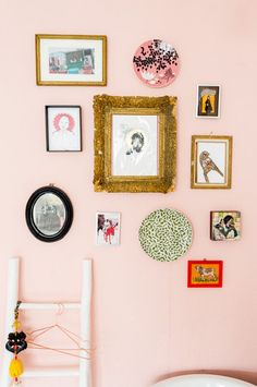 Pink walls and a gallery wall in a quirky Dutch home with fab colours (and lots of art). Hans Mossel / Sabine Burkunk.
