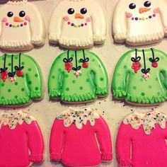 No automatic alt text available. Fancy Cookies, Iced Cookies, Cute Cookies, Royal Icing Cookies, Cookies Et Biscuits, Christmas Sugar Cookies, Christmas Sweets, Holiday Cookies, Christmas Baking