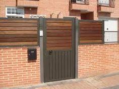 Valla de madera sintetica para separacion y ocultacion del - Estacas de madera para cierres ...