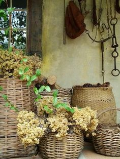 Tuscan decor is rustic. Stucco walls are common, as are practical woven baskets. by guida Old Baskets, Wicker Baskets, Woven Baskets, Decorative Baskets, Rustic Baskets, Vintage Baskets, Stucco Walls, Tuscan Decorating, Tuscan Style