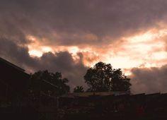 Drohender Himmel über dem Schützenplatz, Hackenbroich - Foto: S. Hopp