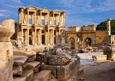 feso  La biblioteca de Celso es el mayor tesoro de la antigua Éfeso. Fundada en el siglo II, custodiaba más de 1.200 pergaminos y pretendió competir con la de la propia Alejandria en el Egipto de los Ptolomeos,