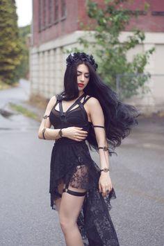 Model/MUA/Styling/Editor: Mahafsoun Photographer: Lillian Liu Photography Welcome to Gothic and Amazing | www.gothicandamazing.com