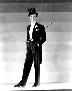 Fred Astaire Posed in Black Suit and Top Hat Black and White High Quality Photo Hooray For Hollywood, Golden Age Of Hollywood, Classic Hollywood, Old Hollywood, Hollywood Glamour, Gene Kelly, Fred Astaire, Adele Astaire, Top Hat 1935