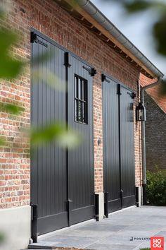 Garage Exterior, Garage Door Design, Corte Plasma, Modern Garage Doors, Barn Renovation, Garage Apartments, Outside Living, Prefab Homes, Mid Century House