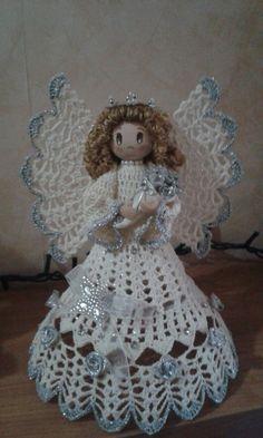 Pin by Raquel Palacios on Angelitos Christmas Crochet Patterns, Crochet Ornaments, Beaded Christmas Ornaments, Christmas Angels, Crochet Angel Pattern, Crochet Angels, Burlap Crafts, Diy And Crafts, Crochet Twist