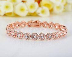 Rose Gold Chain Link Bracelet https://style-restyle.myshopify.com/products/rose-gold-chain-link-bracelet?variant=31343007245