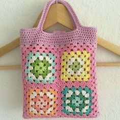 Transcendent Crochet a Solid Granny Square Ideas. Inconceivable Crochet a Solid Granny Square Ideas. Beau Crochet, Crochet Diy, Crochet Tote, Crochet Handbags, Crochet Purses, Crochet Gifts, Blanket Crochet, Sac Granny Square, Point Granny Au Crochet
