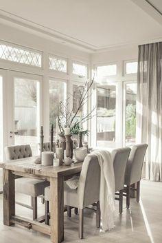 esszimmermöbel moderner essbereich helle farben kerzen